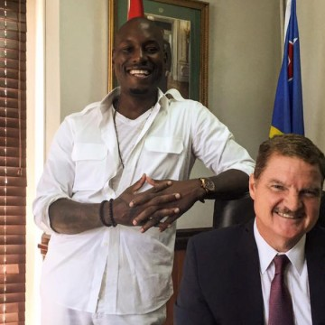 Above: Tyrese with Aruba Premier Mike Eman