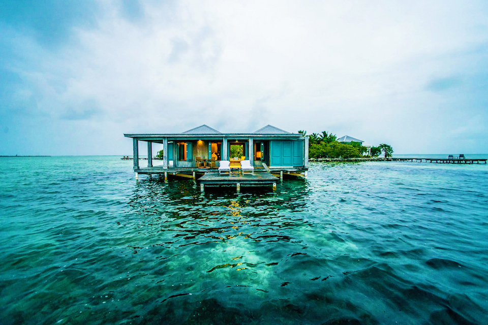 Five overwater caribbean bungalow hotels for Best luxury all inclusive resorts caribbean